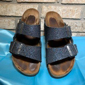 Pebbled blue-gray 2-strap sandal Arizona